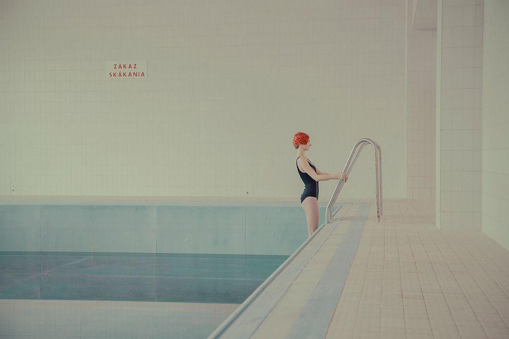 Escenas pastel en la piscina Por Maria Svarbova - iGNANT.de