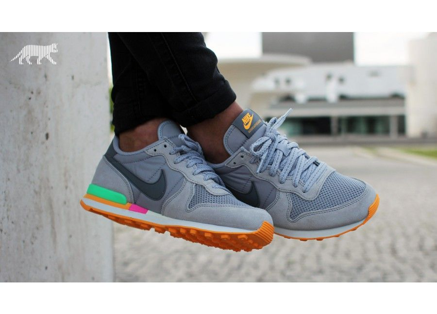 nike internationalist atomic orange christmas