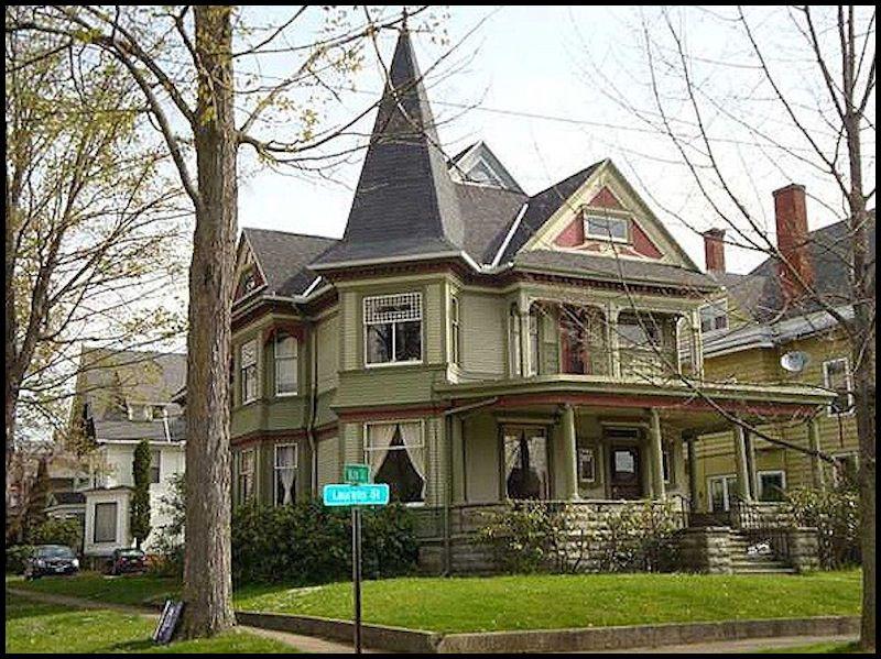 Victorian home built in 1890 located at 316 laurens st for Decoracion de casas victorianas