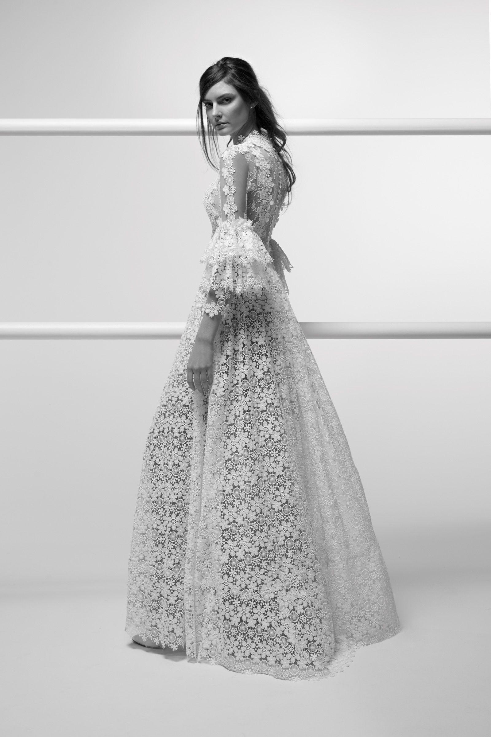 Moda sposa 2019 - Collezione ALESSANDRARINAUDO. ALLEGRA 209ARAB19755. Abito  da sposa Nicole. 7ce8effc185