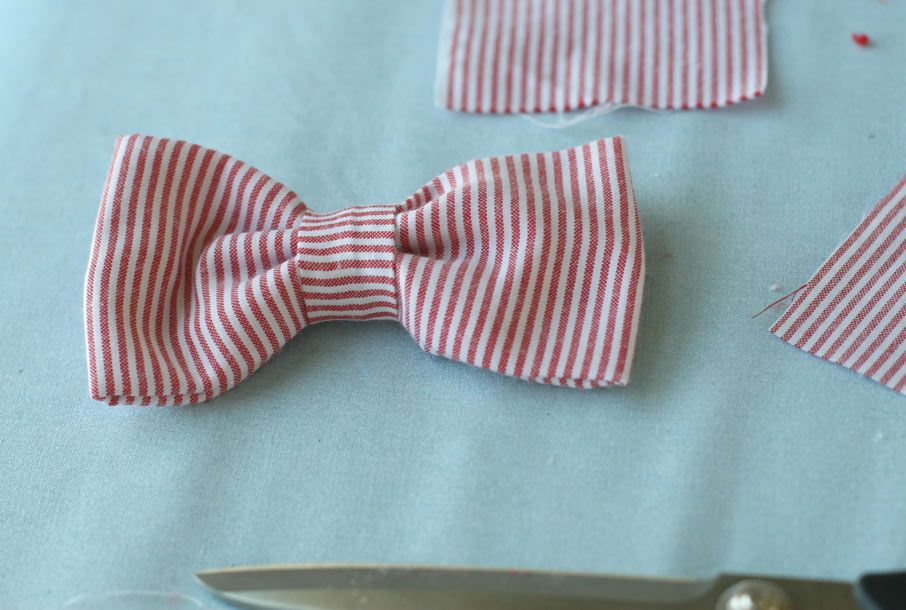 DIY: Simple Toddler Bowtie *thinking this might work on a dog collar too* just sew on some flat elastic on the back and slip over any collar.