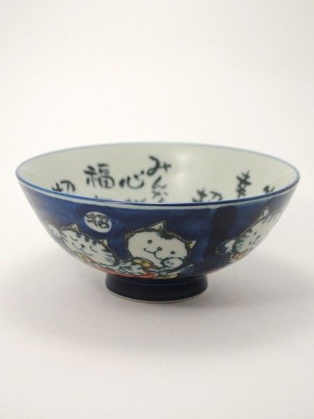 Rice Bowl Maneki Neko. Dimensions: ø14.2cm x 6.3cm / ø5.6in x 2.5in Bowl made in Mino, Japan