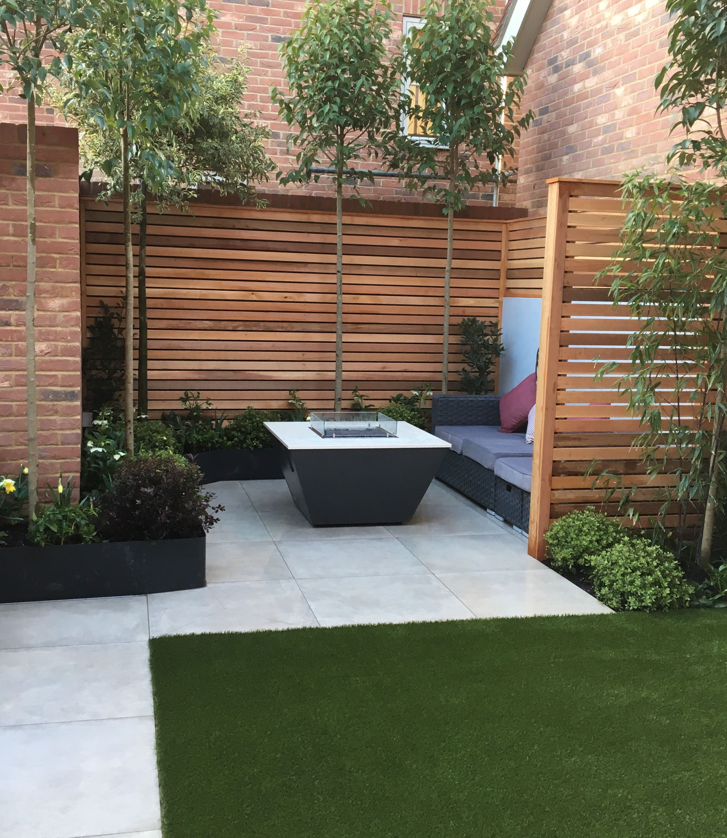 Contemporary Town Garden With Gas Fire Pit And Cedar Battens Outdoor Patio Designs Outdoor Landscape Design Patio Garden Design