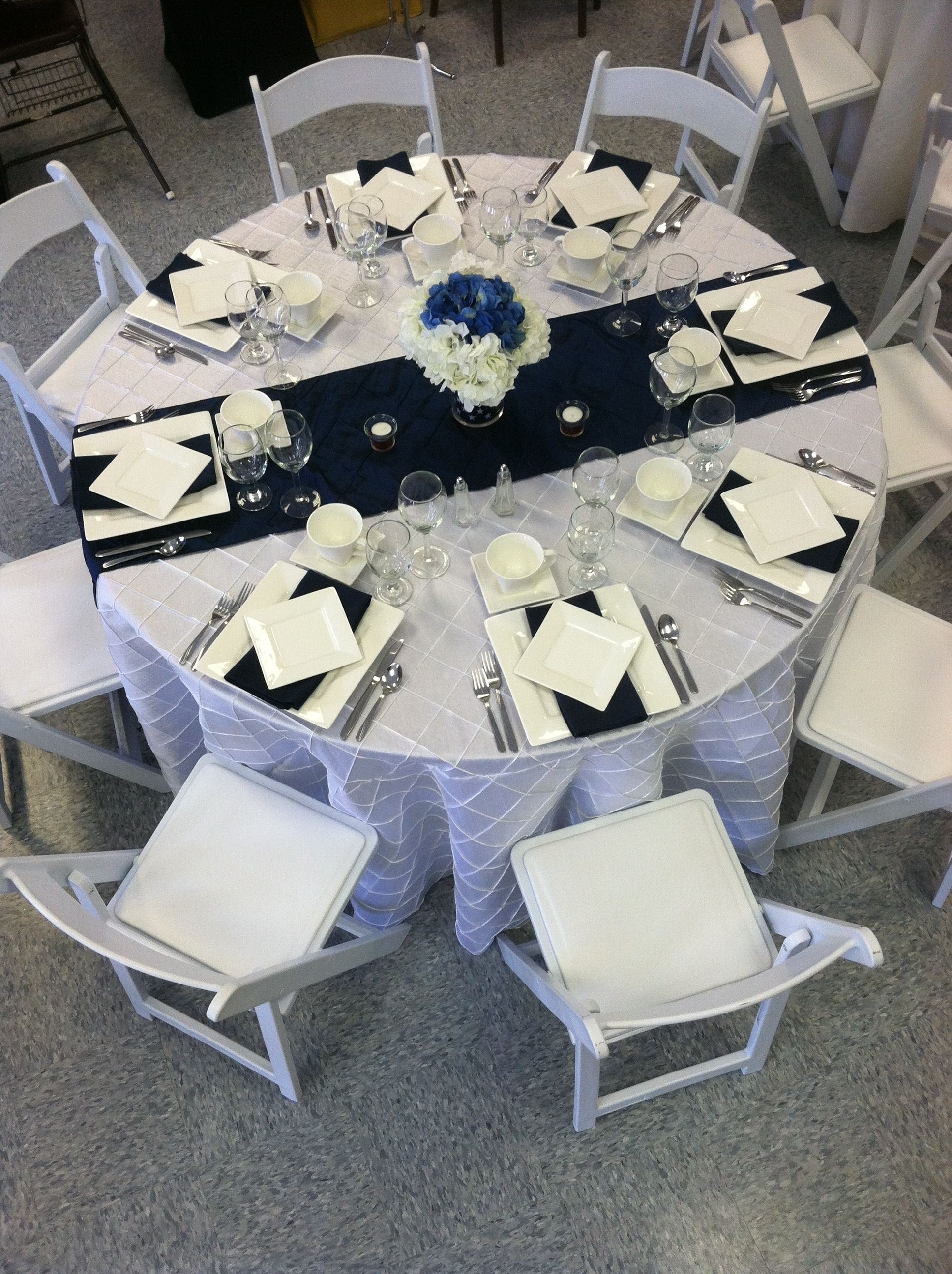 Patriotic Themed Table Setting White Pintuck Cloth With Navy Blue Pintuck Runner Patri Blue Table Settings White Wedding Table Setting White Table Settings