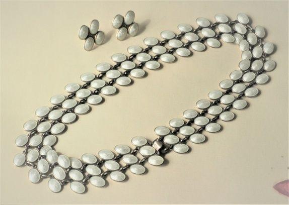John Baalerud. Smykkesett i sterling sølv og emalje, halskjede og øredobber. Vintage