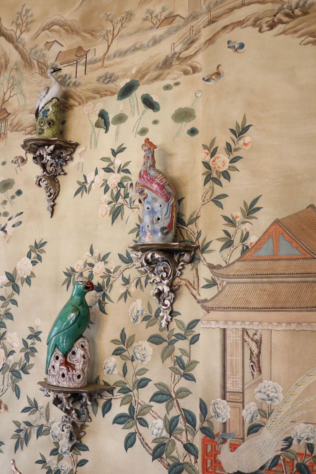 爱 Chinoiserie Mais Qui 爱 home decor in Chinese Chippendale style