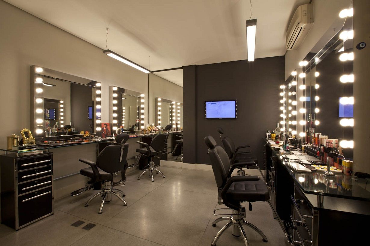 I like the mirrors with the side lights for makeup area