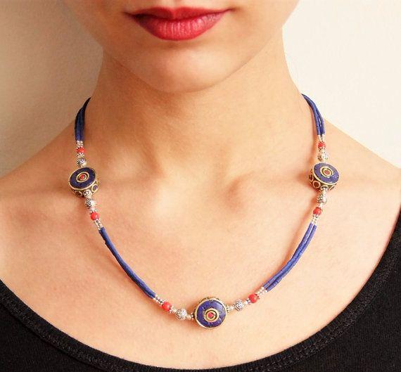 Collar con cuentas de lapislázuli y piezas tibetanas. Joyería tibetana. Joyería étnica. Tibetan necklace. Tibetan Jewellery.