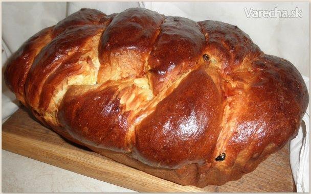 Čistý kysnutý alebo biely koláč robievame pravidelne na Veľkú noc a Vianoce. Na