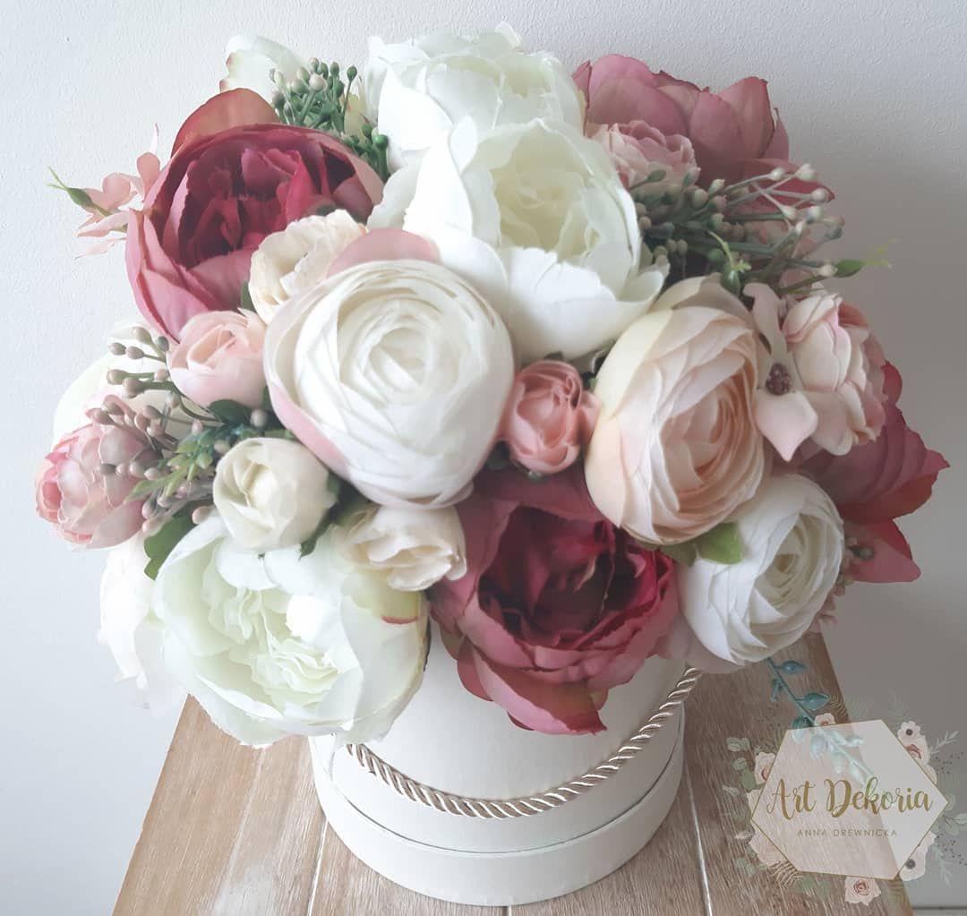 Sztuczne Kwiaty Naprawde Moga Byc Piekne Artdekoria Kwiaty Kwiatywpudelkach Sztucznekwiaty Kompozycjekwiatowe Dekoracje Floral Wreath Flowers Floral