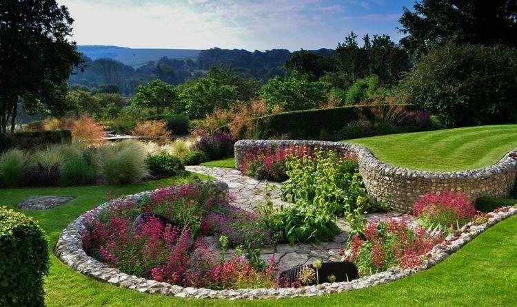 Dieser Senkgarten Ist Romantisch Gestaltet Garten Haus Und Garten Gartengestaltung