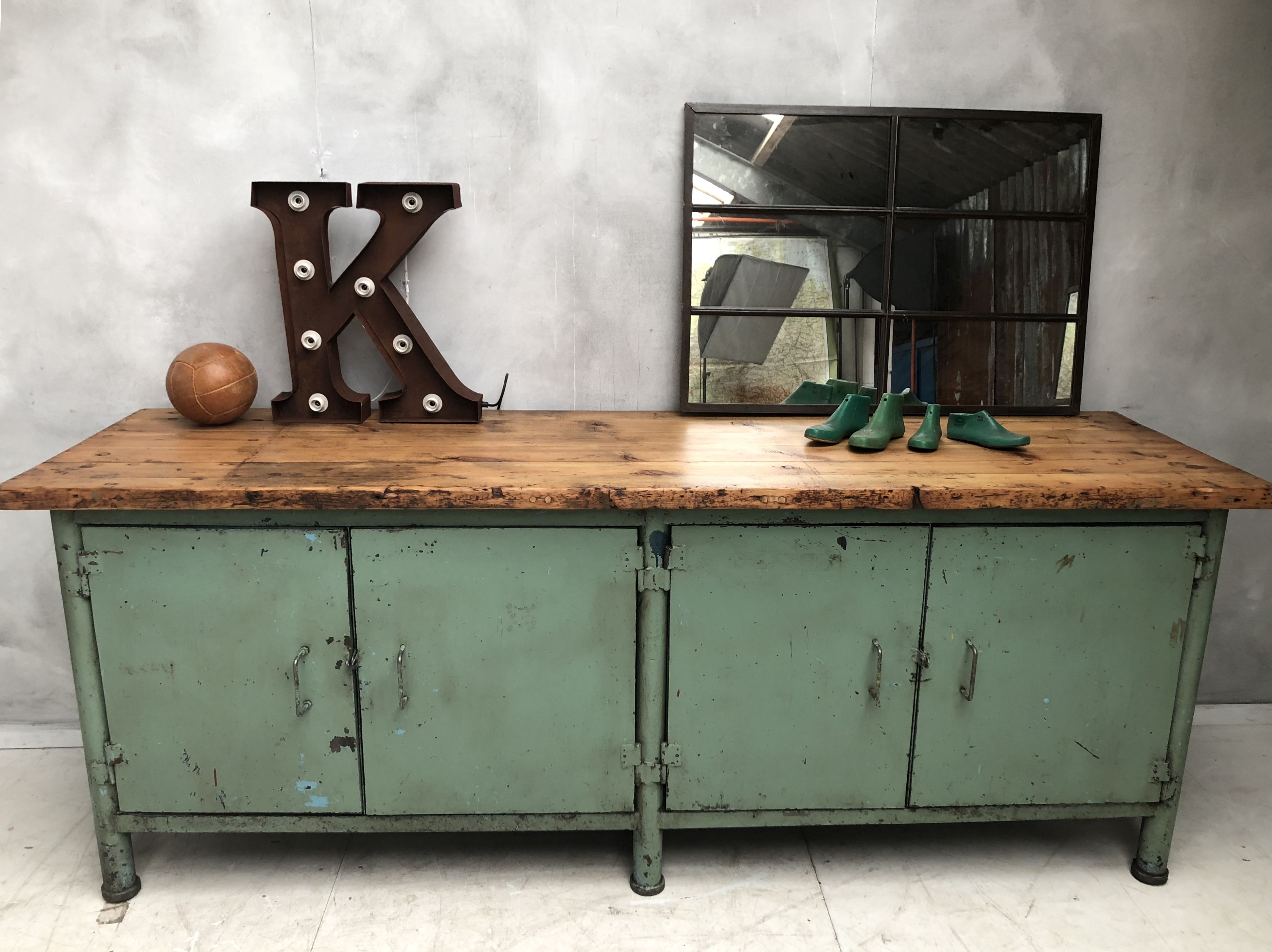 Photo of Industrielles Sideboard