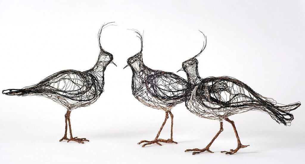 3D wire bird sculptures deliberately made to look like flattened 2D ...