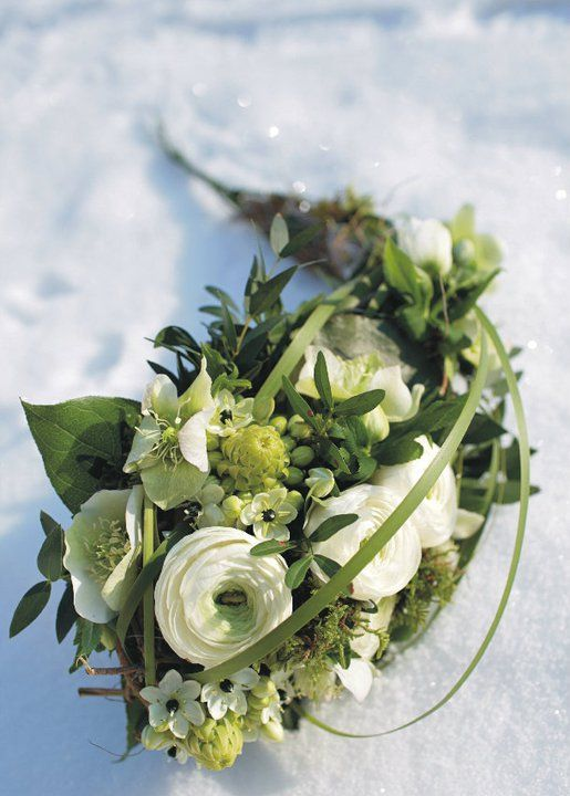 Winterbrautstrauss Mit Ranunkeln Und Christrosen Green White
