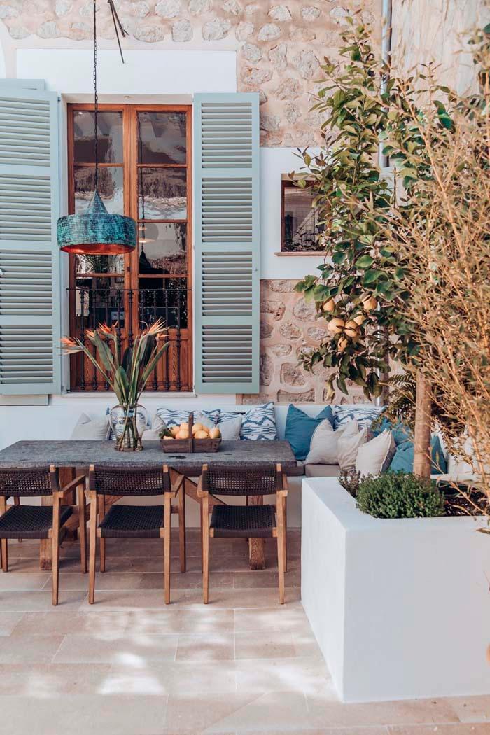 Keltainen Talo Rannalla Beautiful Roofs Outdoor Rooms Indoor Outdoor Living