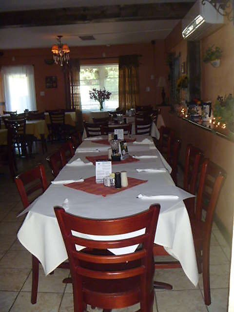 Frank S Pizza And Restaurant In Room Dining One Of The Nice Rooms