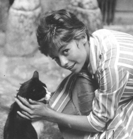 0 french actress Pascale Petit with cat