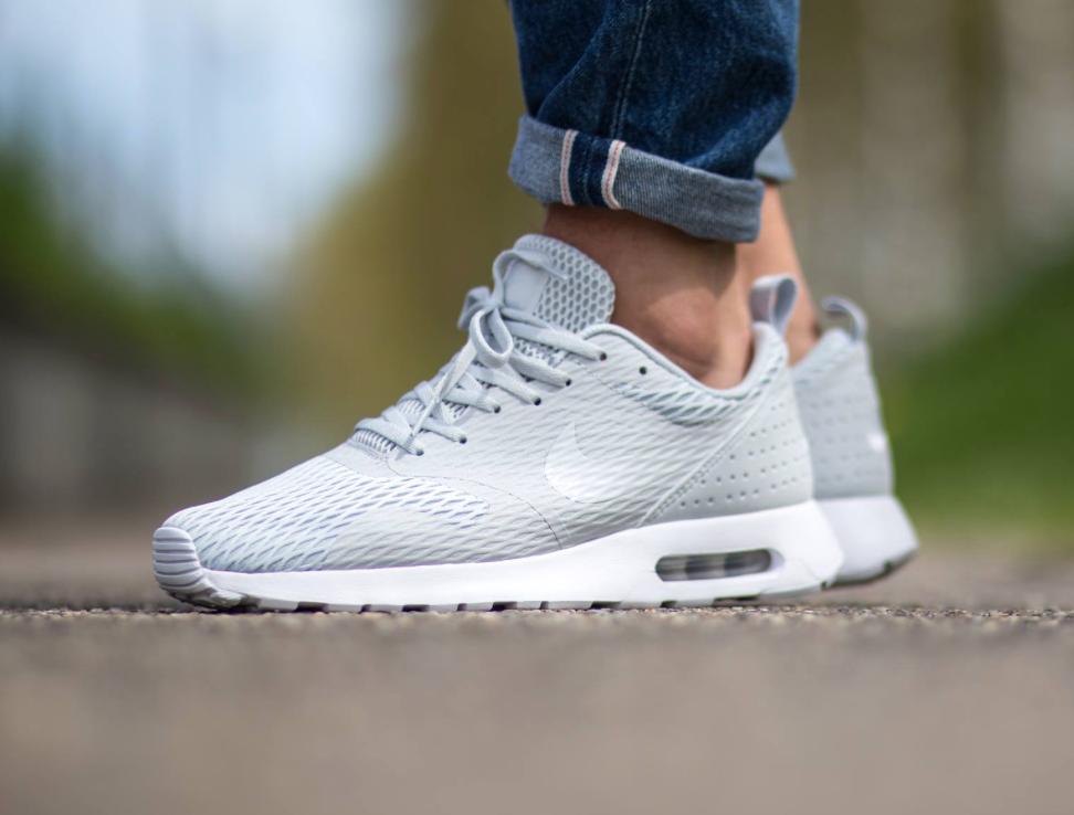 Pure Platinum Coats This Nike Air Max Tavas SE • KicksOnFire.com