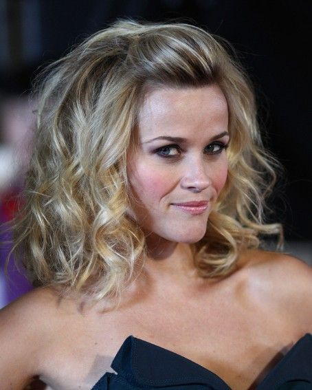 Wedding Hairstyle For Square Face: Reese Witherspoon Wavy Hairstyles