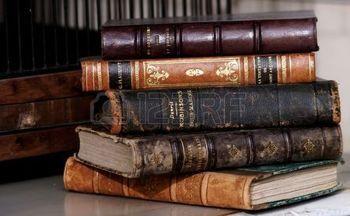 Pile De Livres Anciens Pile De Livres Anciens Favorite