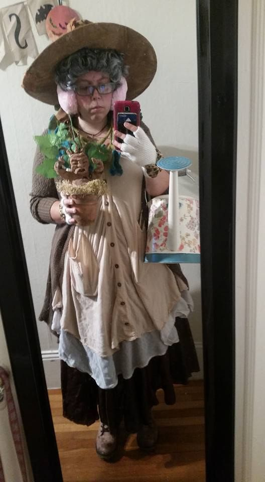Professor Pomona Sprout Head Of Hufflepuff The Best Potter Themed Costume I Have Ev Harry Potter Costume Harry Potter Halloween Costumes Harry Potter Dressup
