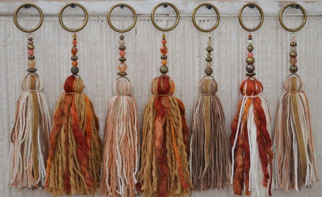 Temporada alta   Tassels, Yarns and Beads