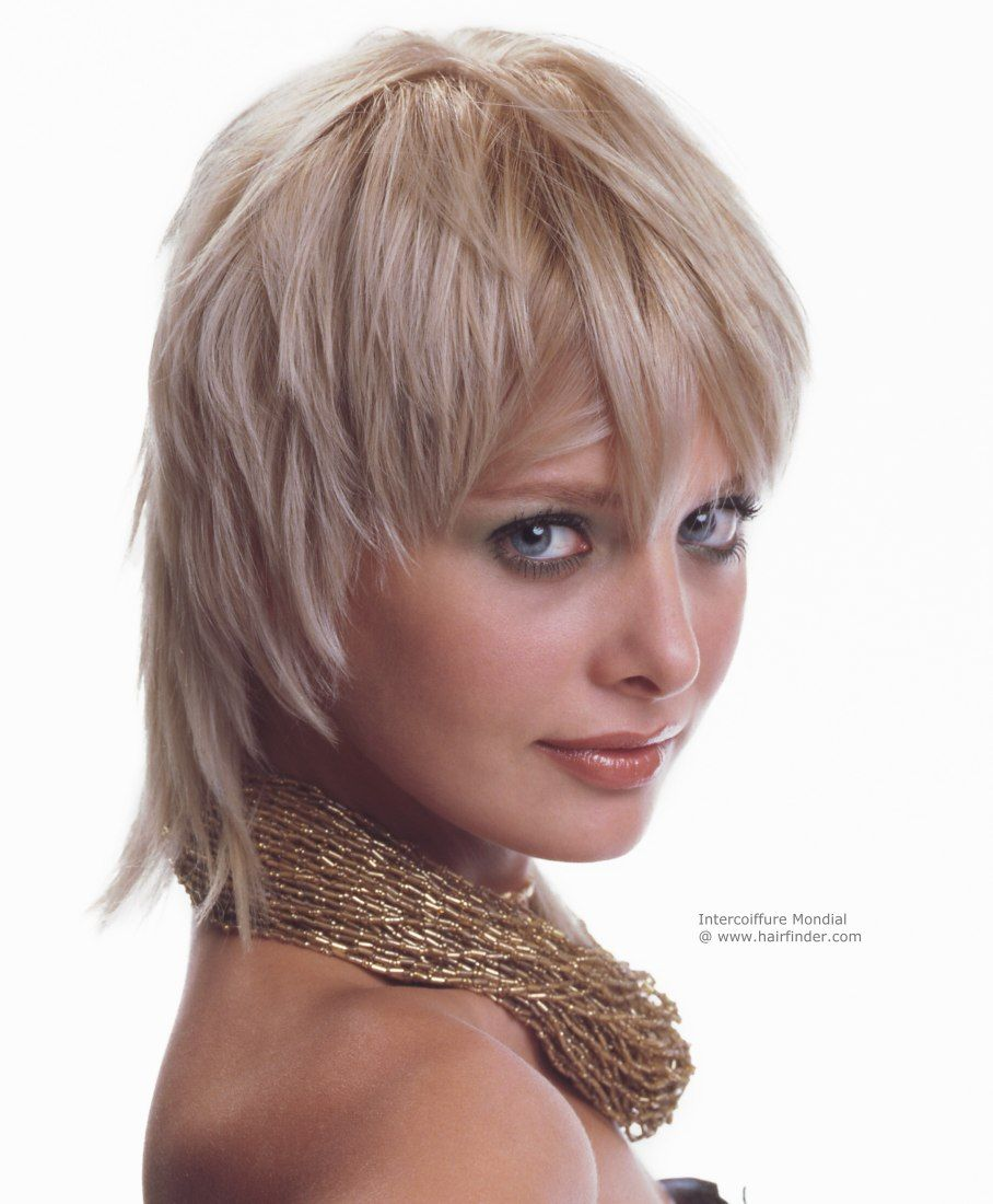 Jagged semishort hairstyle for a young woman Haircuts Pinterest