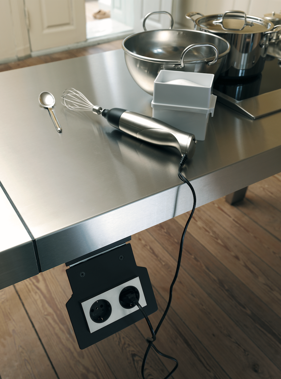 bulthaup b2 keuken elektrische apparatuur kan worden aangesloten op de speciale. Black Bedroom Furniture Sets. Home Design Ideas