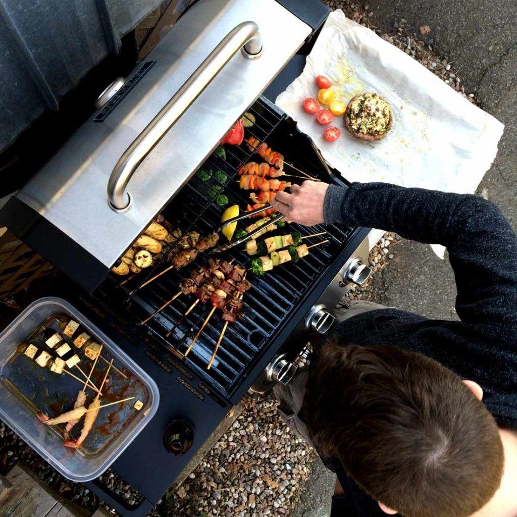 Recettes sur le BBQ - Portobello farci, brochettes et marinades | Portobello farci, Recette ...