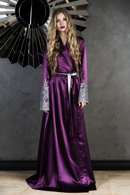 Gothic roberoyal robefloor length robesilk robesatin