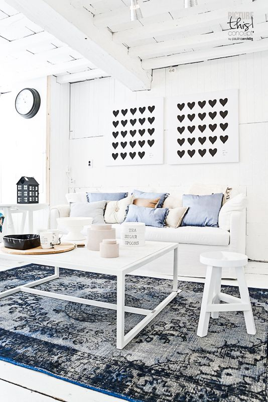Wit interieur met prachtig blauw perzisch tapijt. - Zwart/Wit ...