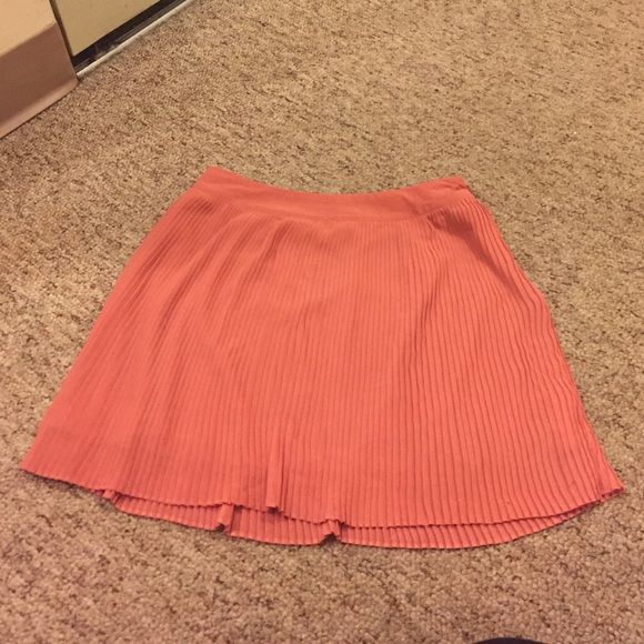 Forever 21 skirt Forever 21 coral color skirt. Very short. Has a very minor imperfection that is not noticeable when worn. Zips up the side. Size small. Forever 21 Skirts Mini