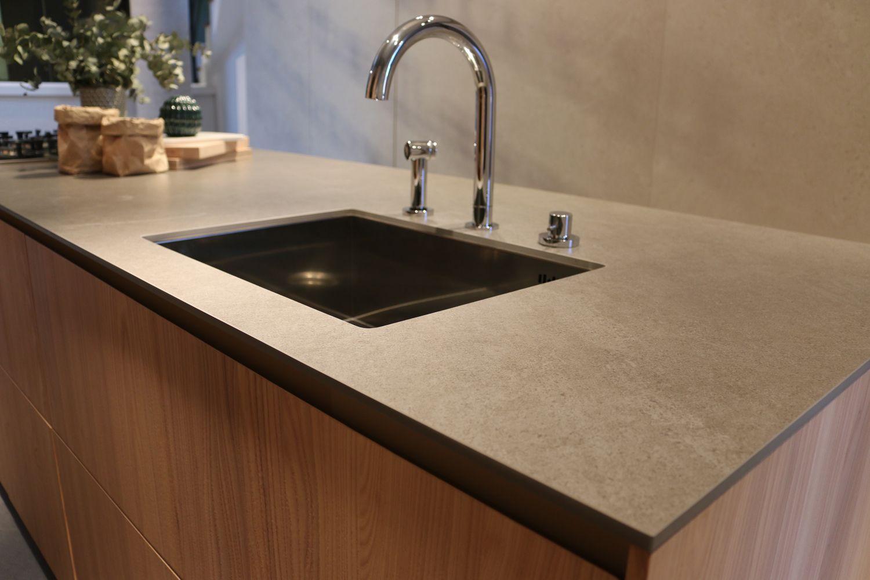 monolithische küchenarbeitsplatte von ceramax mit unterbauspüle