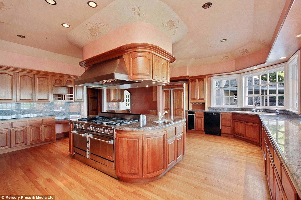 Best Mansions With Large Kitchens Google Search Large 640 x 480