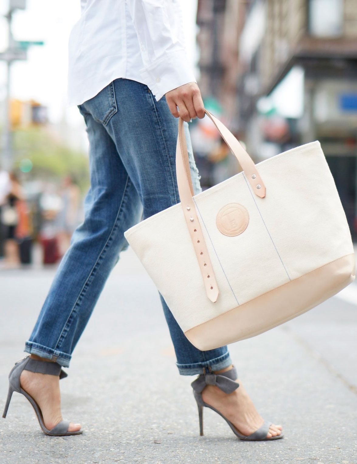 Discover the perfect carryall bag for your weekend errands | Banana Republic