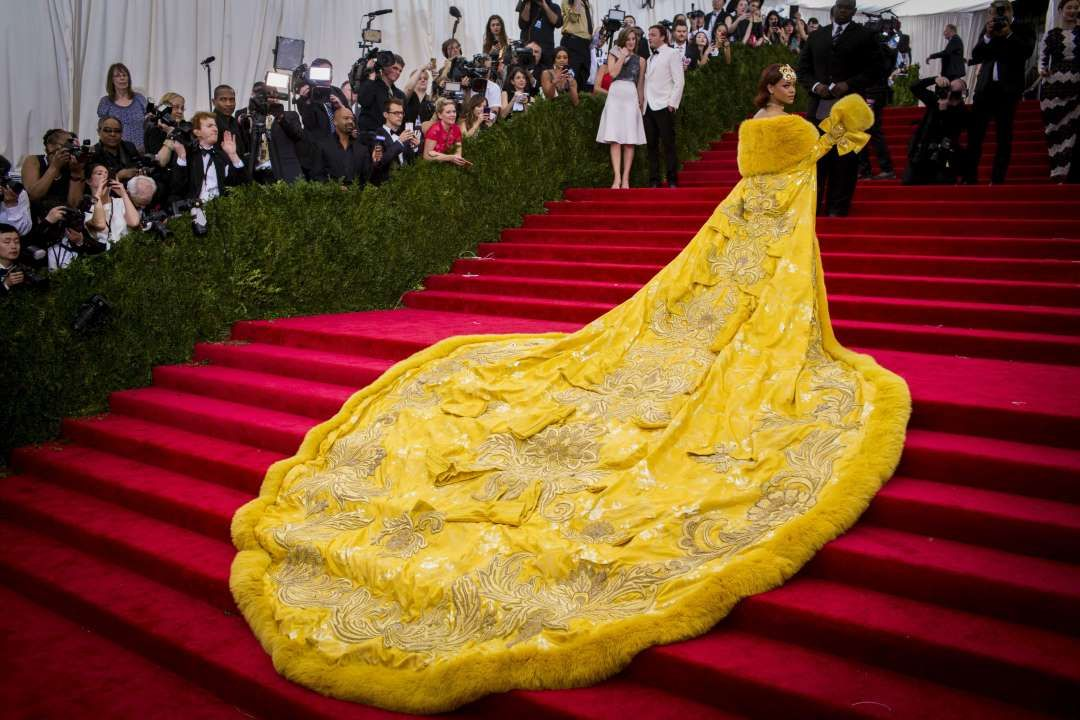 """NEWS IN PHOTOS: 2015 May 4: Rihanna at the MET ball Singer Rihanna arrives at the Metropolitan Museum of Art Costume Institute Gala 2015, celebrating the opening of """"China: Through the Looking Glass"""" in Manhattan, N.Y.  - Lucas Jackson/REUTERS"""