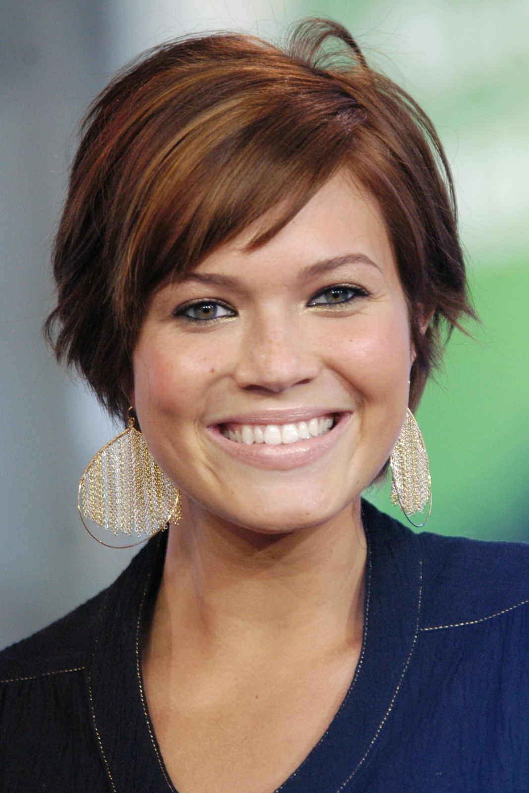 Mandy moore a beauty evolution to remember low key pixie cut we had no idea mandy moores beauty evolution was this extreme refinery29 http baditri Image collections
