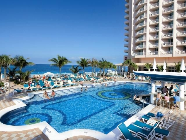 Hotel Riu Palace Paradise Island Nau Bahamas Standing On A Spectacular 3