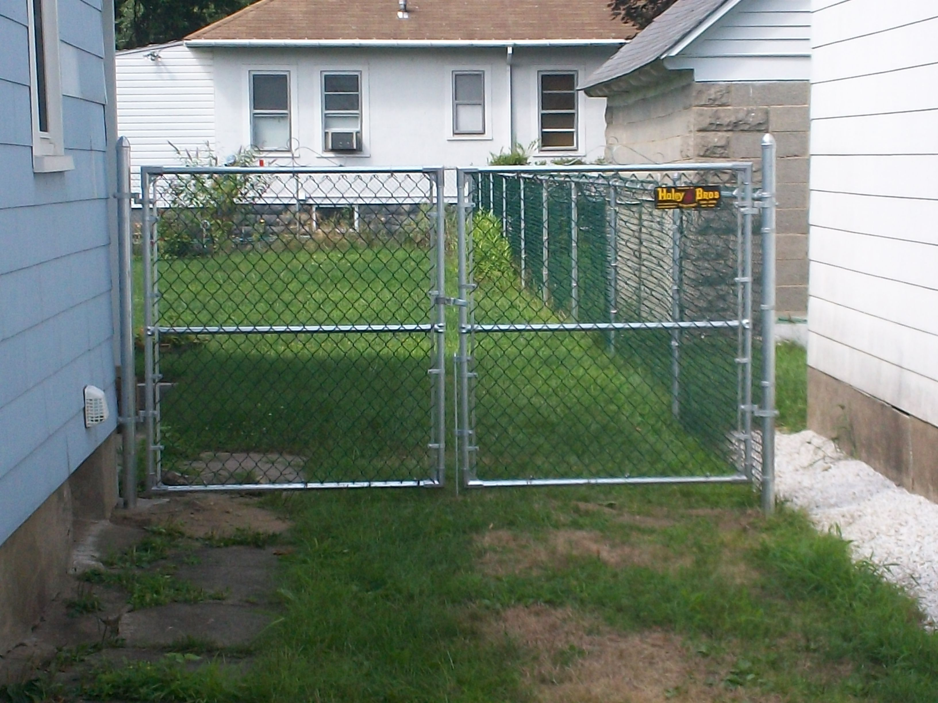 Create An Entrance Way Into Your Backyard With This Chain Link
