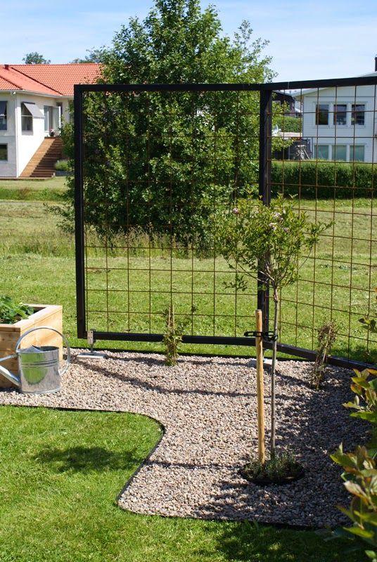 Såhär i slutet av sommaren tänkte jag bjuda på några bilder från vår lilla trädgård och det projekt som upptog all min lediga tid i v...