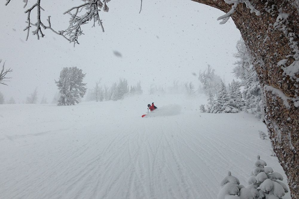 Snowboarding DEEP snow http://mtnweekly.com/reviews/hiking-and-camping/backpacks/dakine-blade-38l-backpack-review