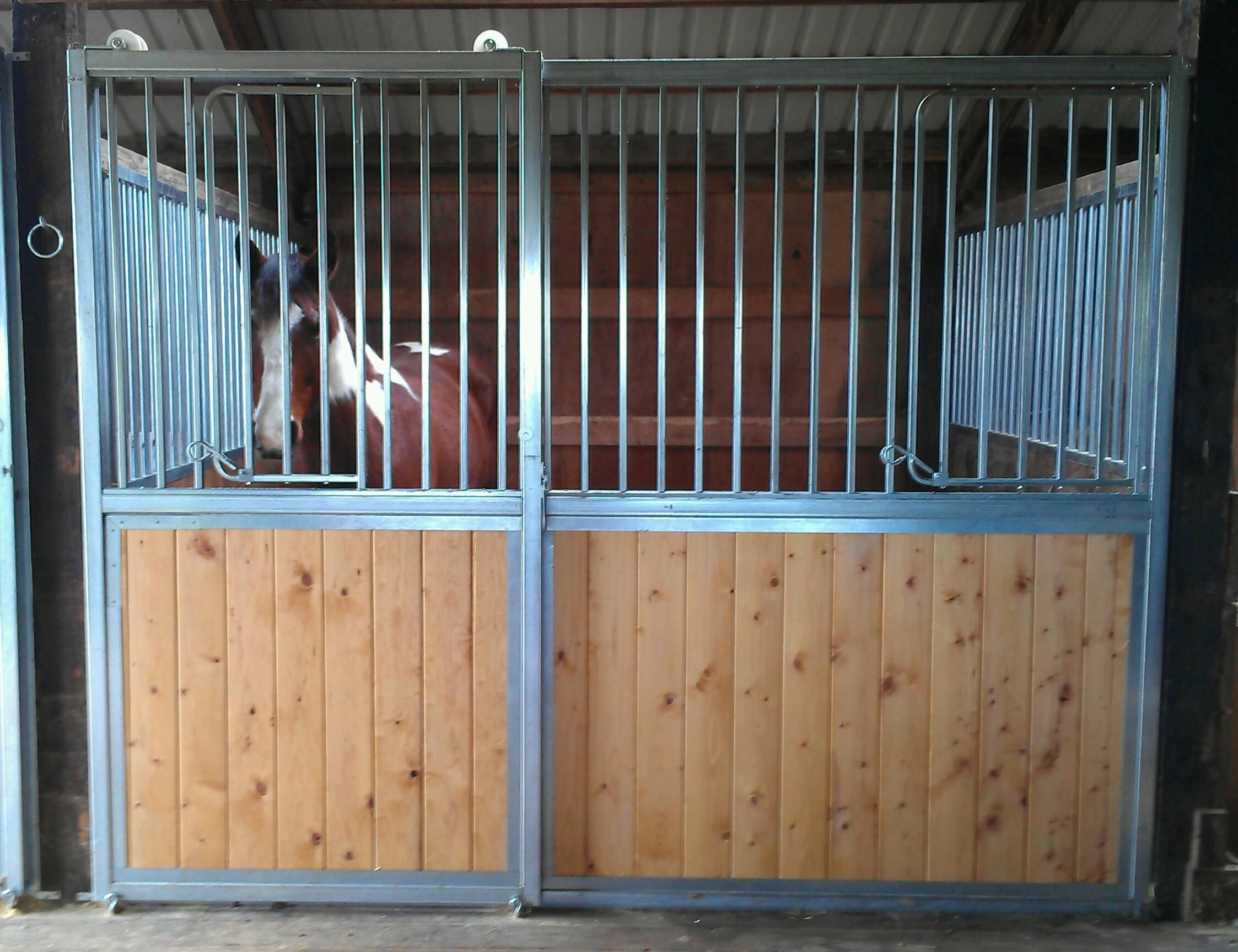 Galvanized steel prefabricated horse stall | Horse Stalls