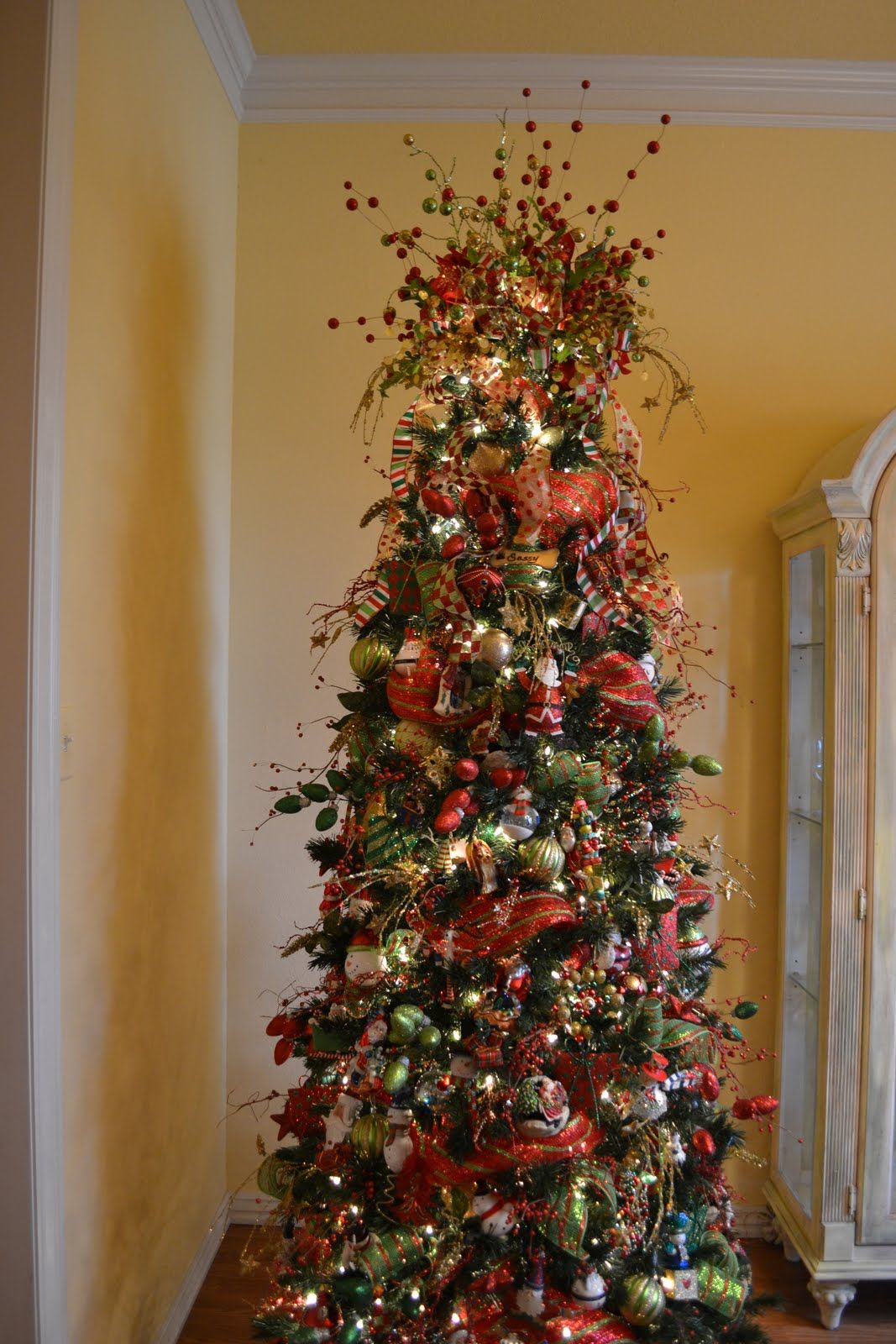 tips on adding ribbons when decorating a christmas tree with expert ideas on - How To Use Ribbon On Christmas Tree