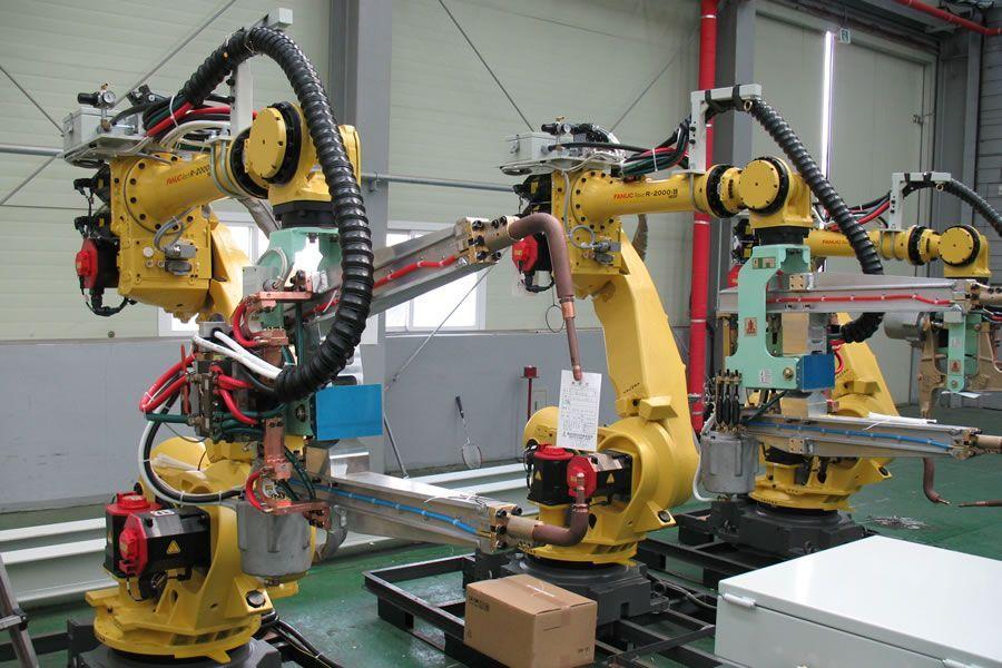 Bildungsministerin: Schon Lehrlinge müssen Umgang mit Industrierobotern üben