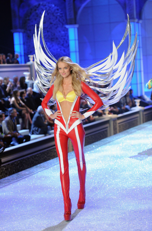 dd0fd9270b ... the Victoria s Secret Fashion Show! Lindsay Ellingson - Super Angels  (Segment 2)