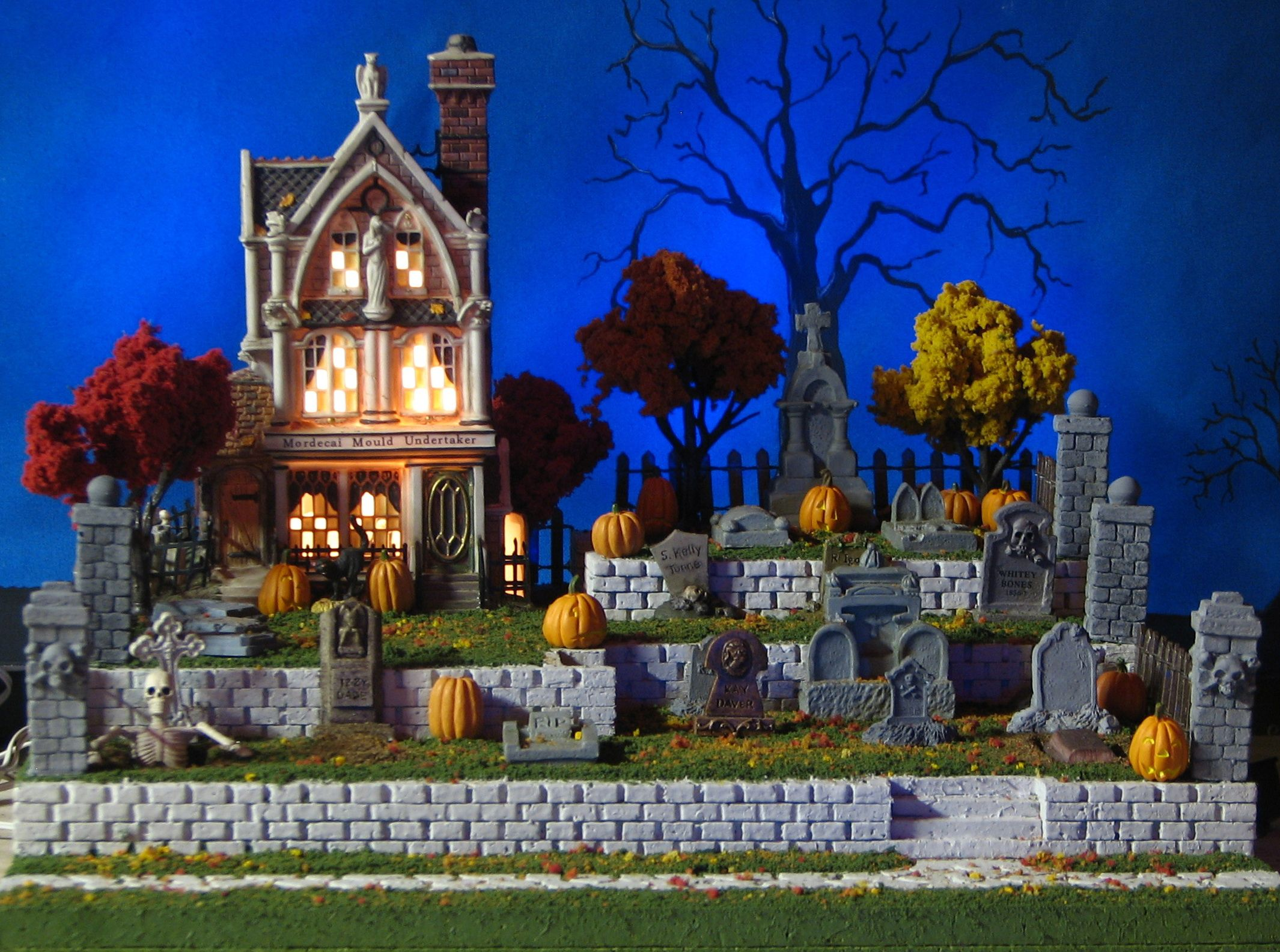 Halloween Ideas Open Grave Cemetery Display Platform  Front View