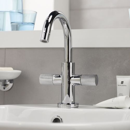 This Distinctive Tap Has A Superb Shiny Chrome Finish Basin Mixer Taps Basin Mixer Basin