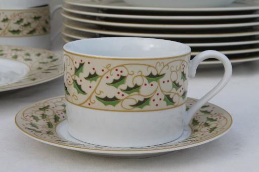 Royal Holly Gibson everyday china Christmas dishes set for 8 w ...