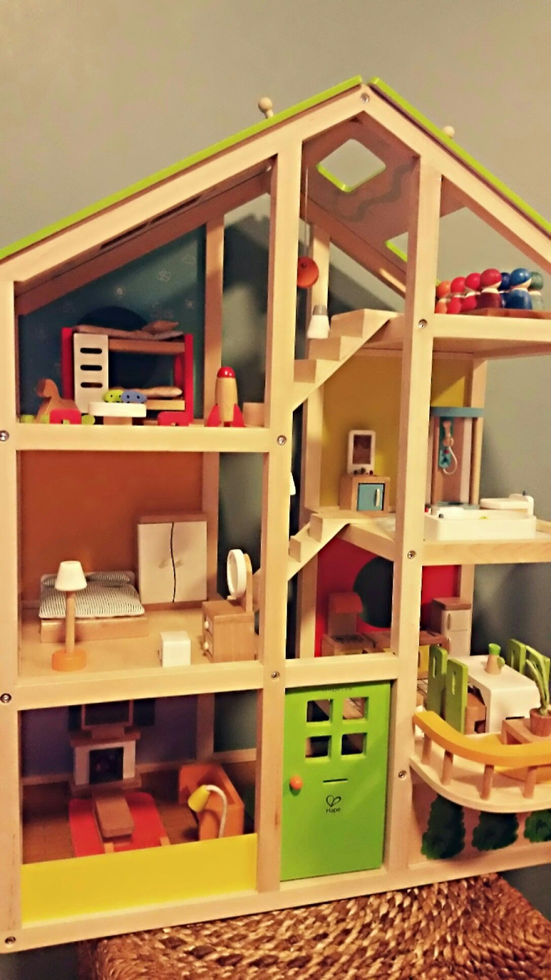 """""""Hape"""" play therapy dollhouse: using wooden gender neutral dolls"""
