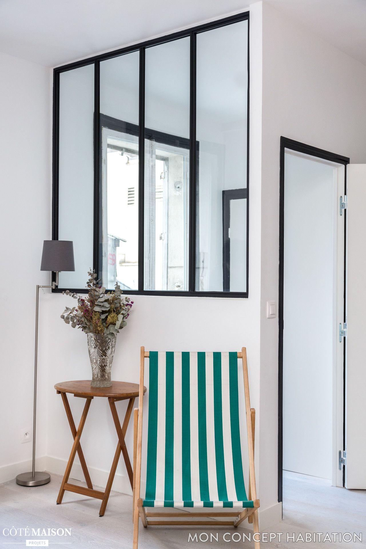 Une Verriere D Interieur Pour Plus De Luminosite Salle De Bain Sans Fenetre Interieur Maison Fenetre Parisienne